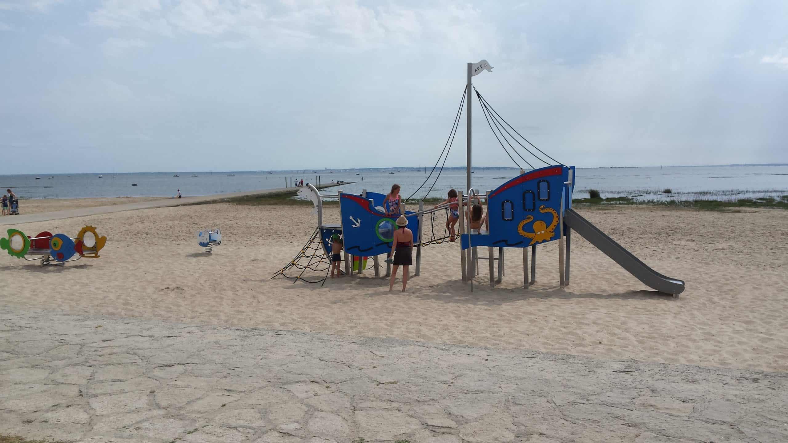 jeux plage jetée sable soleil à 1km de la location saisonnière pour 6 personnes et animaux admis